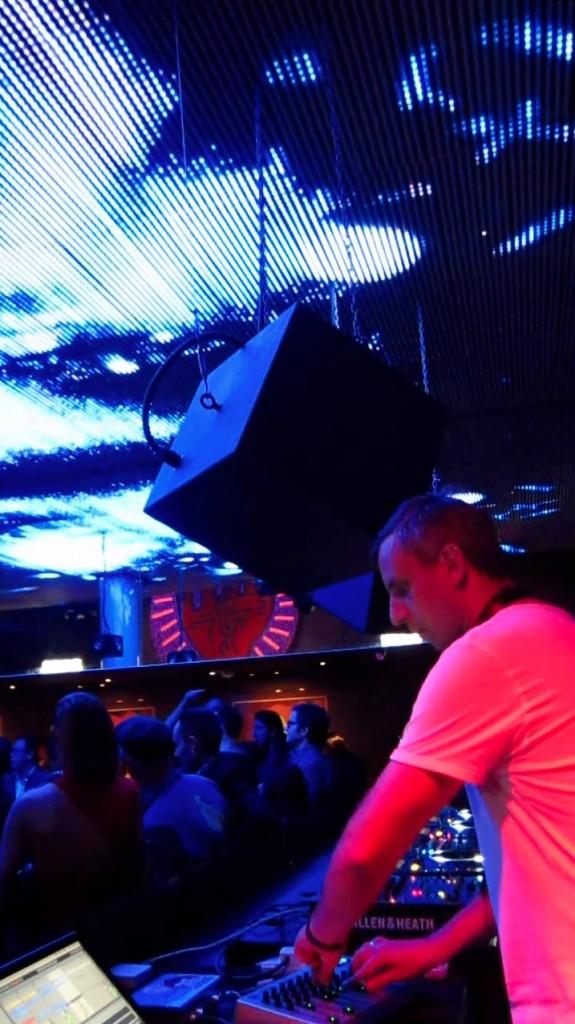robot_mixeur live at Zouk's Velvet Underground
